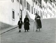 "<div><span style=""font-size: 10pt;"">Sylvie (in the middle)</span></div> <div><span style=""font-size: 10pt;"">Photo by Giovan Battista Poletto</span></div>"