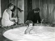 """<div>Brigitte Bardot e Alberto Sordi durante la lavorazione del film</div> <div><span style=""""font-size: 10pt;"""">Foto di Giovan Battista Poletto</span></div>"""