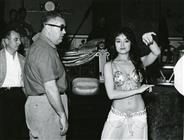 <div>Robert Aldrich e Mitsuko Takara durante la lavorazione del film</div> <div>Foto di Giovan Battista Poletto</div>